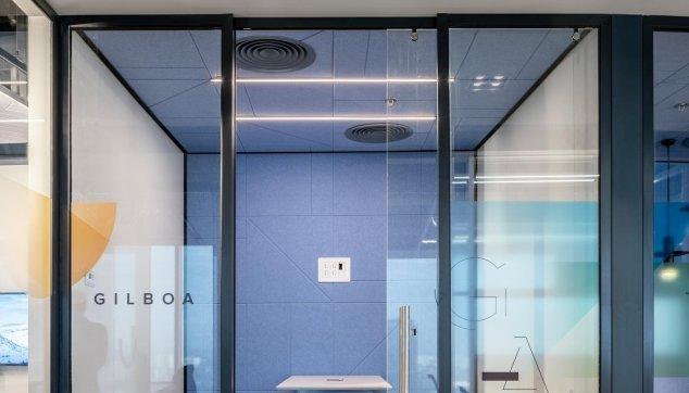 משרדי אינוביד -  חיפוי קיר ותקרת Line EchoShape