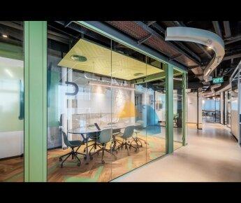 משרדי אינוביד -  תקרה מחורצת בהדבקה EchoShape