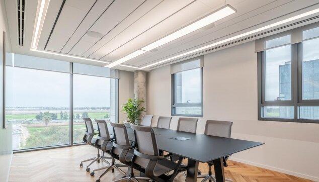 משרדי בוטומליין - תקרת Focus Lp - אריח מוארך פריק